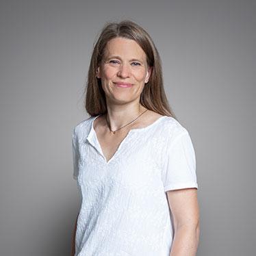 Qivive, Sabine Kambia, Assistentin
